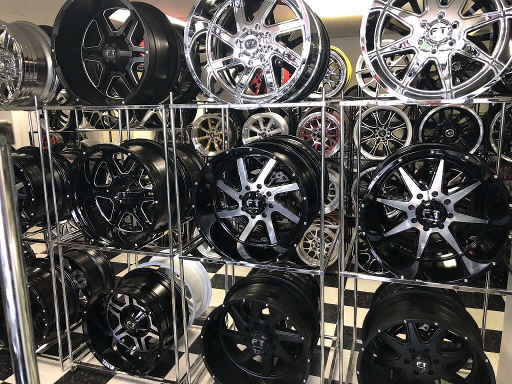 TIRES BY EZ - car repair  | Photo 3 of 6 | Address: 1560 E Palmdale Blvd, Palmdale, CA 93550, USA | Phone: (661) 878-8737