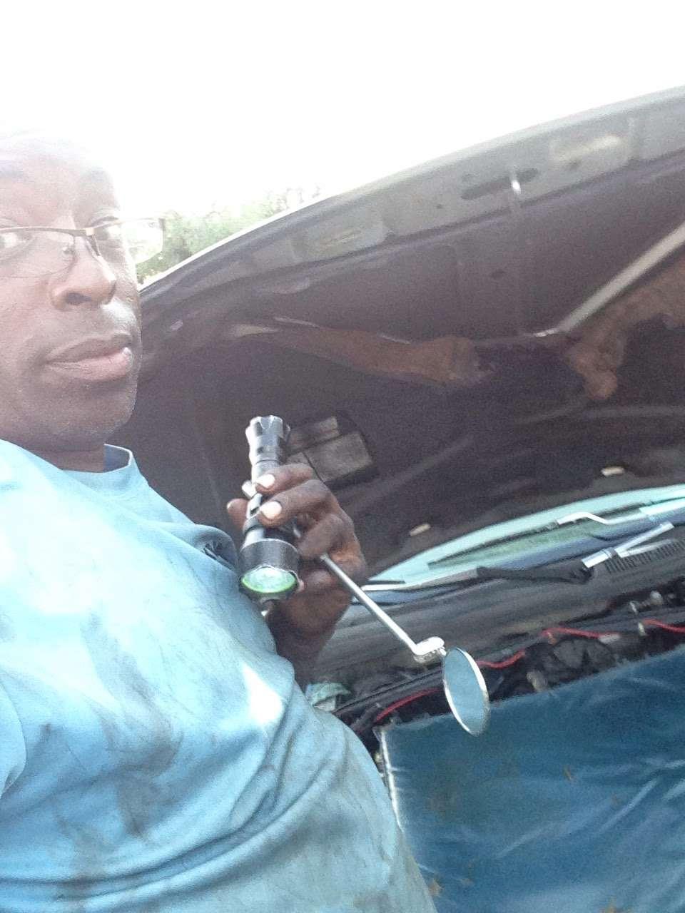 Kevins Mobile Auto Service - car repair    Photo 3 of 10   Address: 1112 Cobblestone Cir, Kissimmee, FL 34744, USA   Phone: (252) 468-6950