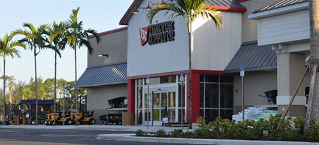 Tractor Supply Co. - hardware store  | Photo 8 of 10 | Address: 15731 Southern Blvd, Loxahatchee, FL 33470, USA | Phone: (561) 333-2223