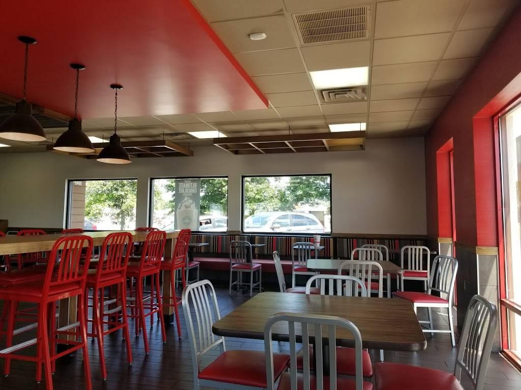 Arbys - meal takeaway  | Photo 3 of 10 | Address: 11488 Preston Hwy, Louisville, KY 40229, USA | Phone: (502) 968-9688