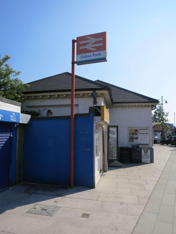 Gidea Park - train station  | Photo 4 of 10 | Address: Station Rd, Romford RM2 6BX, UK | Phone: 0343 222 1234