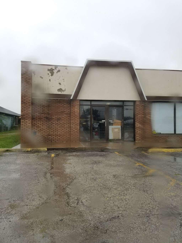 Shoe Dept. - shoe store  | Photo 4 of 4 | Address: 1700 W Reynolds St, Pontiac, IL 61764, USA | Phone: (815) 842-4056