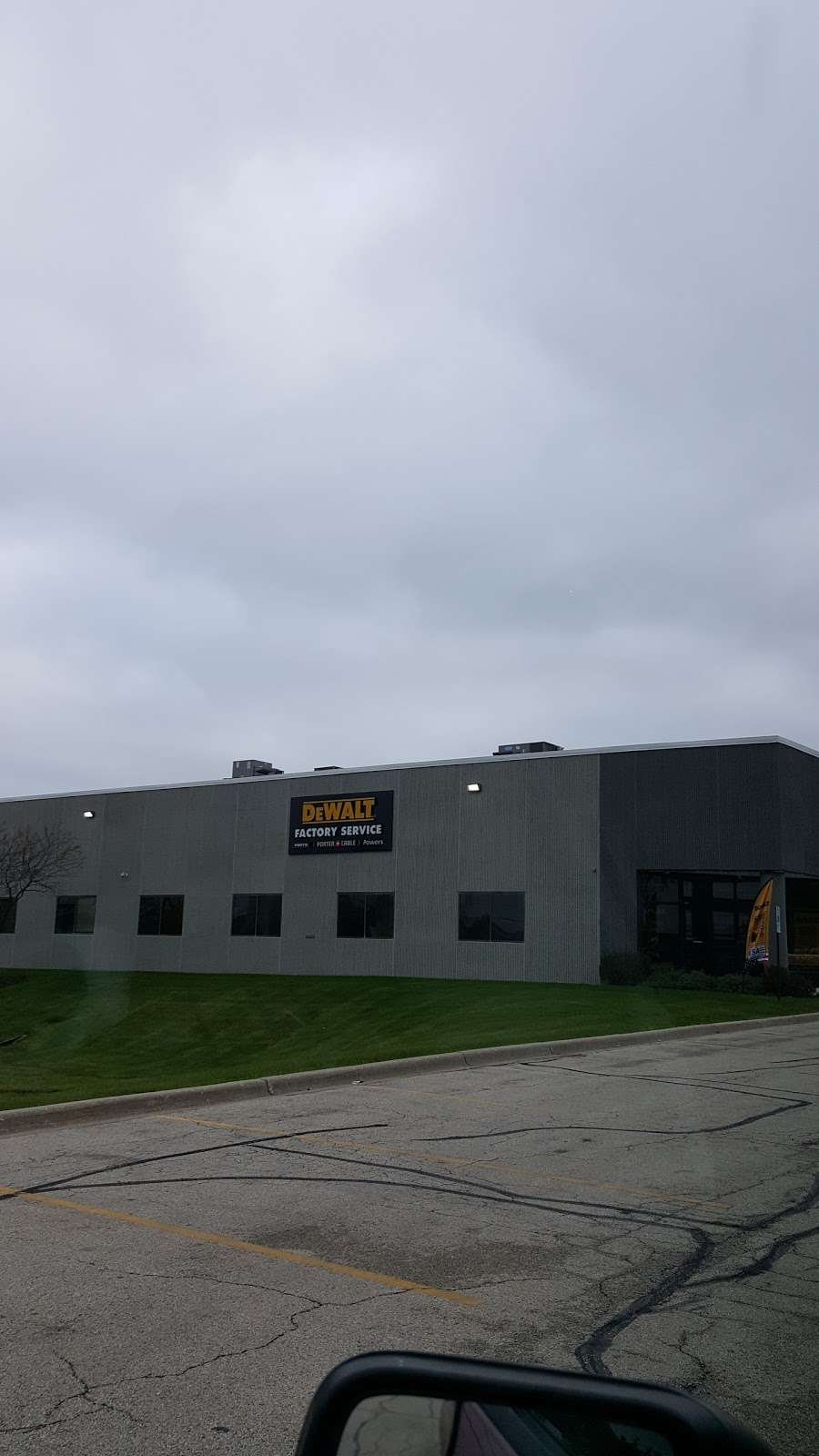 DEWALT Service Center - store  | Photo 3 of 9 | Address: 901 S Rohlwing Rd A, Addison, IL 60101, USA | Phone: (630) 521-1097