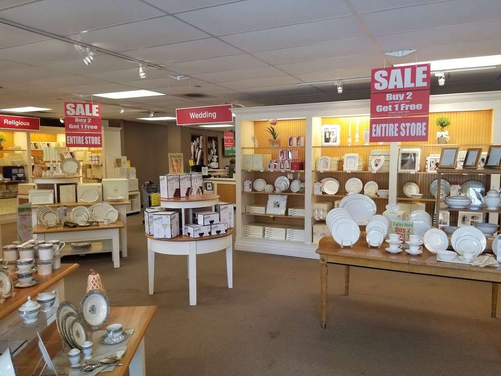 Lenox Outlet - store  | Photo 8 of 10 | Address: 51 Commerce Dr, Cranbury, NJ 08512, USA | Phone: (609) 395-8051