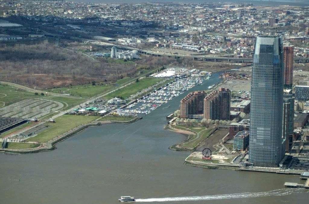Liberty Landing Marina - transit station  | Photo 4 of 10 | Address: 76 Audrey Zapp Dr, Jersey City, NJ 07305, USA | Phone: (201) 604-5799