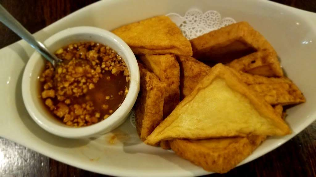 Yum Thai - restaurant  | Photo 8 of 10 | Address: 7748 Madison St, Forest Park, IL 60130, USA | Phone: (708) 366-8888