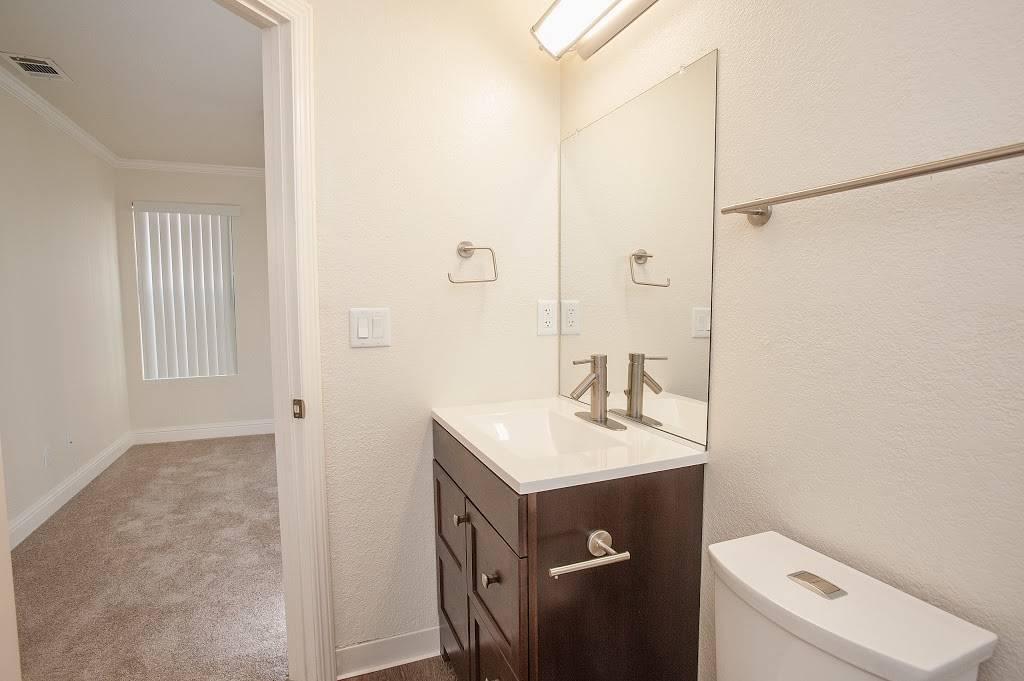 Eclipse96 Apartments - real estate agency    Photo 3 of 9   Address: 12202 Fair Oaks Blvd, Fair Oaks, CA 95628, USA   Phone: (916) 961-2443
