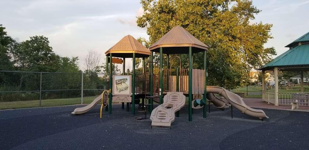 Pirate's Cove - park  | Photo 3 of 10 | Address: 449 Raritan Blvd, Keyport, NJ 07735, USA | Phone: (908) 587-4137
