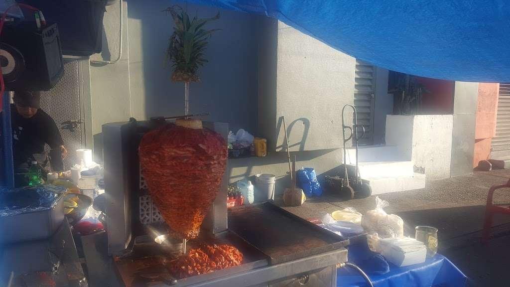 tacos noemi - restaurant    Photo 7 of 8   Address: Av. Ignacio Allende 7096, Azcona, 22100 Tijuana, B.C., Mexico