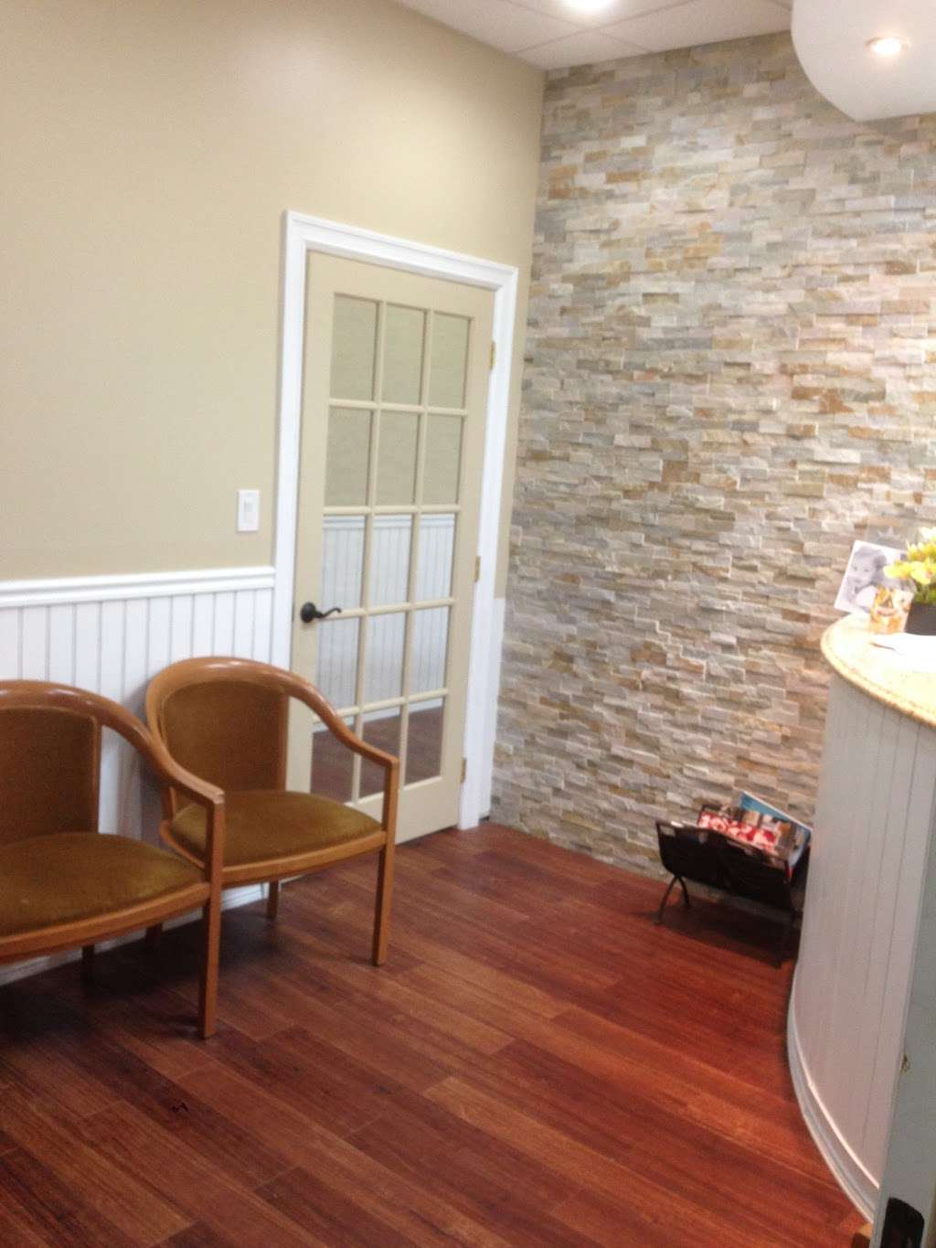 Robert Cukier, DDS - dentist  | Photo 1 of 10 | Address: 76-01 Myrtle Ave, Glendale, NY 11385, USA | Phone: (718) 386-2655