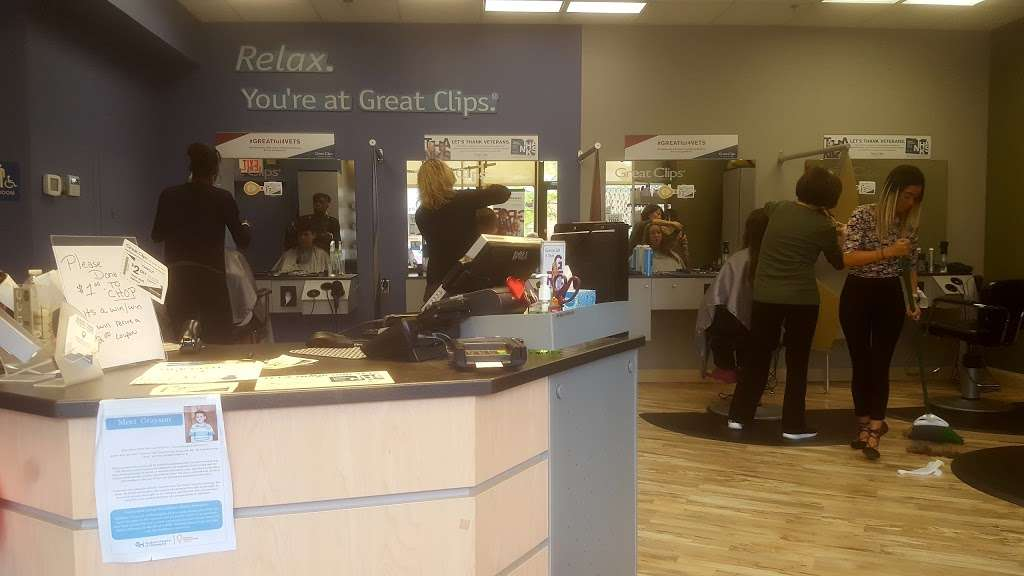 Great Clips - hair care  | Photo 8 of 9 | Address: 1475 Old York Rd, Abington, PA 19001, USA | Phone: (215) 881-9570