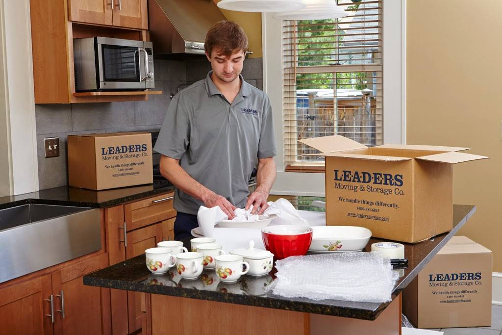 Leaders Moving & Storage Co. - moving company  | Photo 3 of 10 | Address: 4517 Industrial Pkwy, Cleveland, OH 44135, USA | Phone: (440) 497-4393