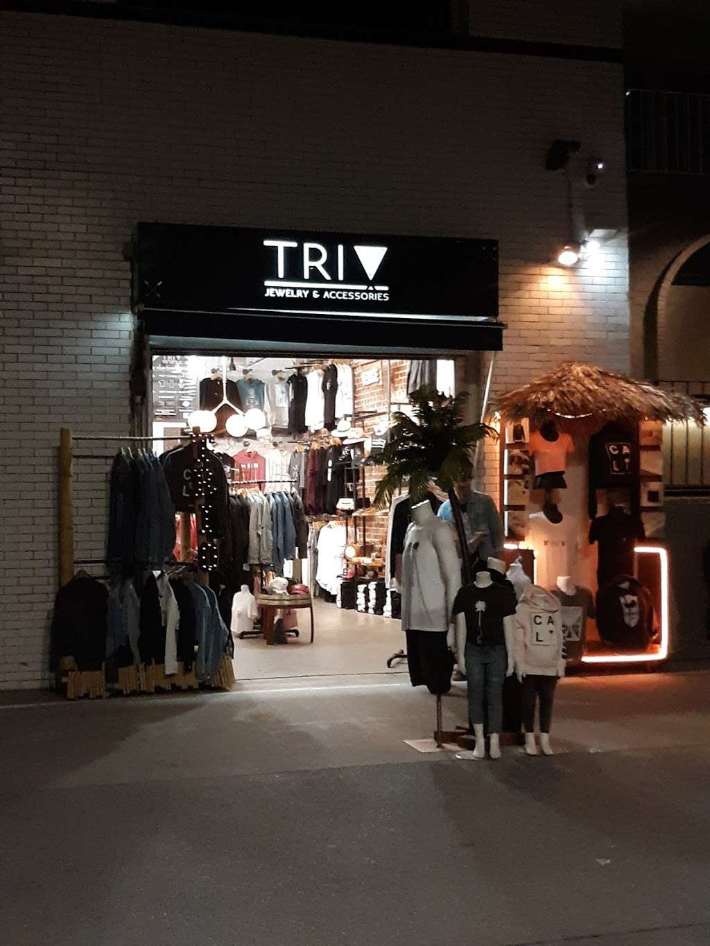 TRI ! Jewelry and accessories - clothing store  | Photo 1 of 3 | Address: 8 Brooks Ave, Venice, CA 90291, USA | Phone: (424) 645-2678