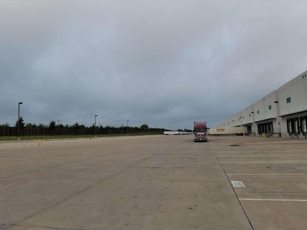 PTX1 Amazon (Pepsi Building) - storage  | Photo 2 of 3 | Address: 2101 Danieldale Rd, Lancaster, TX 75134, USA