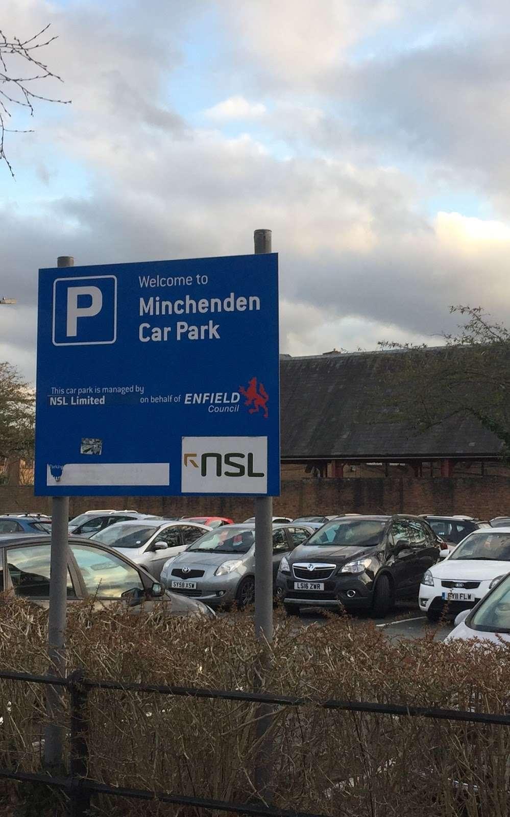Leigh Hunt Drive Car Park - parking  | Photo 3 of 3 | Address: London N14 6BT, UK