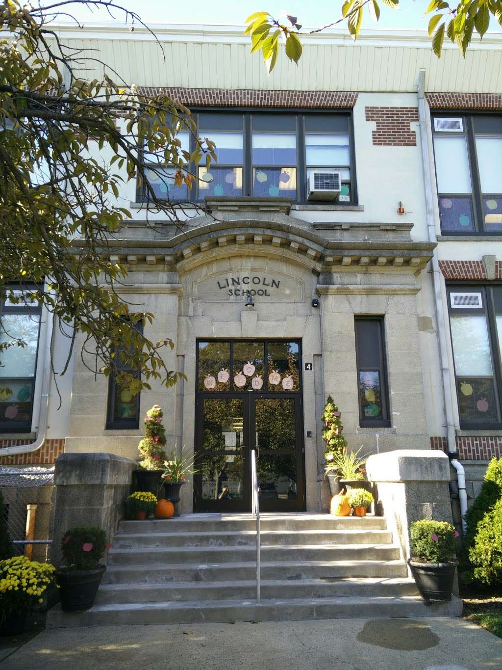Lincoln School - school  | Photo 1 of 1 | Address: 414 Montross Ave, Rutherford, NJ 07070, USA | Phone: (201) 438-7675