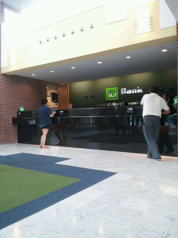 TD Bank - bank  | Photo 2 of 6 | Address: 94-15 Northern Blvd, Jackson Heights, NY 11372, USA | Phone: (718) 205-7116