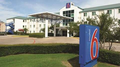 Motel 6 Dallas - DFW Airport North - lodging  | Photo 1 of 9 | Address: 7800 Heathrow Dr, Irving, TX 75063, USA | Phone: (972) 915-3993