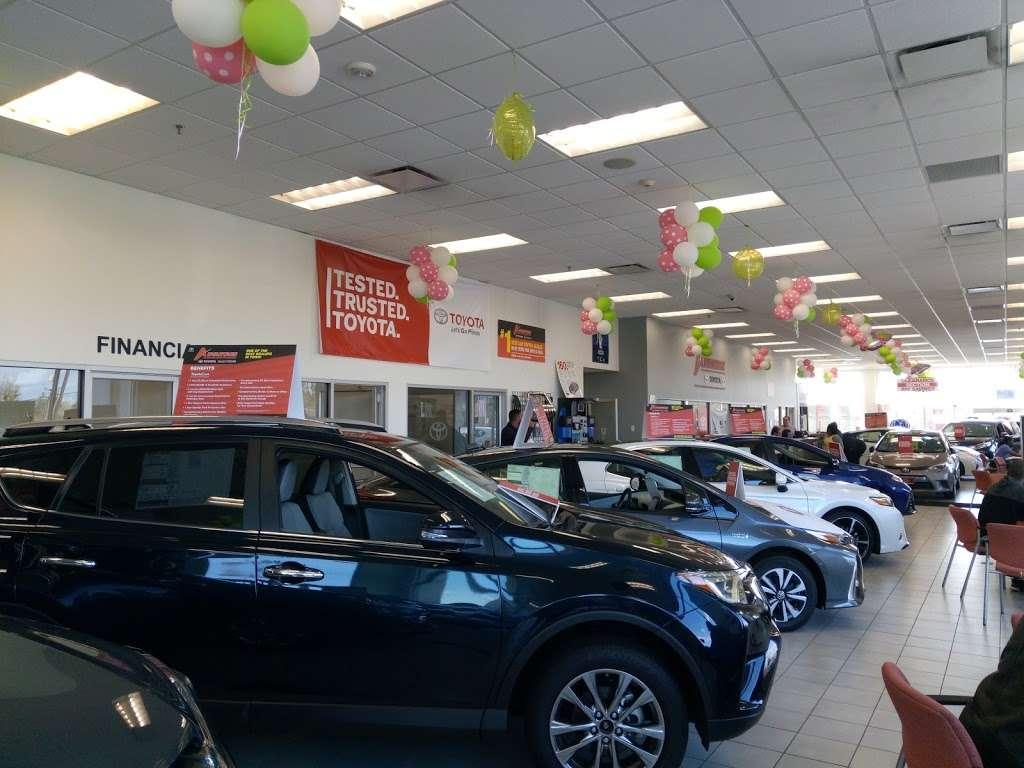 Advantage Toyota - car dealer  | Photo 6 of 10 | Address: 400 W Sunrise Hwy, Valley Stream, NY 11581, USA | Phone: (516) 887-8600