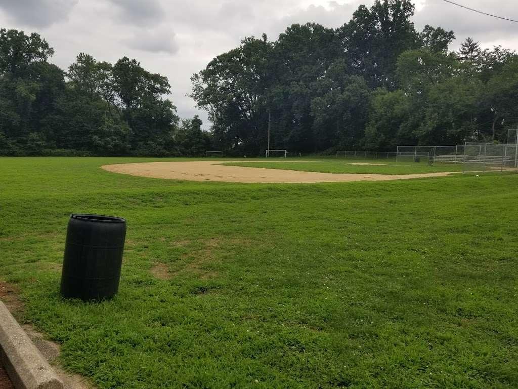 Veterans Memorial Park - park  | Photo 5 of 10 | Address: Springfield, PA 19064, USA