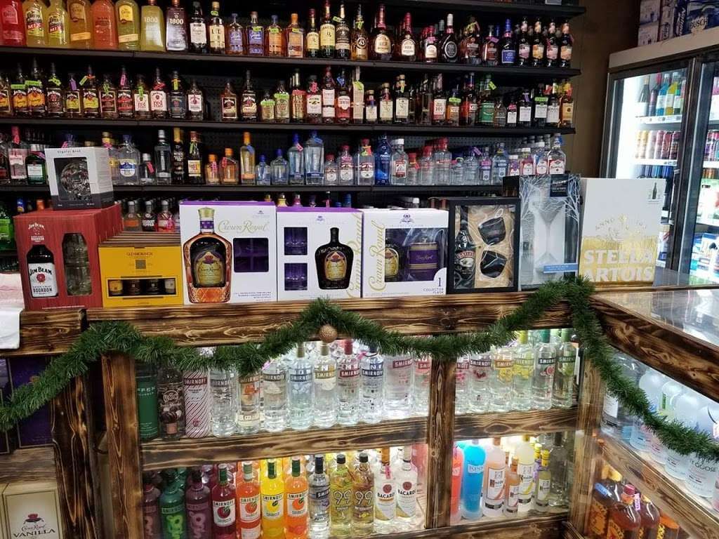 Red Roof Liquor - store  | Photo 2 of 10 | Address: 5 Market St, Cloverdale, IN 46120, USA | Phone: (765) 795-6700