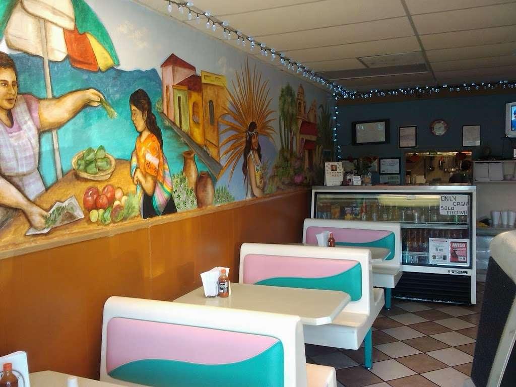 El Pueblo Mexican restaurant - restaurant  | Photo 7 of 10 | Address: 7124 Aloma Ave, Winter Park, FL 32792, USA | Phone: (407) 677-5534