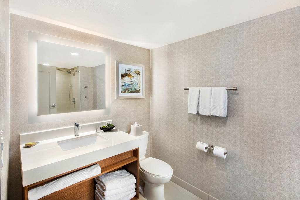DoubleTree by Hilton San Antonio Northwest - lodging  | Photo 4 of 10 | Address: 6809 N Loop 1604 W, San Antonio, TX 78249, USA | Phone: (210) 690-0300