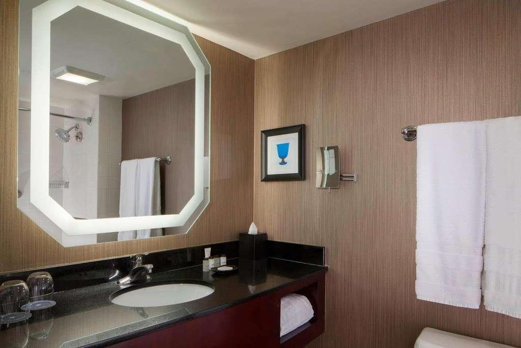 Sheraton DFW Airport Hotel - lodging  | Photo 3 of 10 | Address: 4440 W John Carpenter Fwy, Irving, TX 75063, USA | Phone: (972) 929-8400