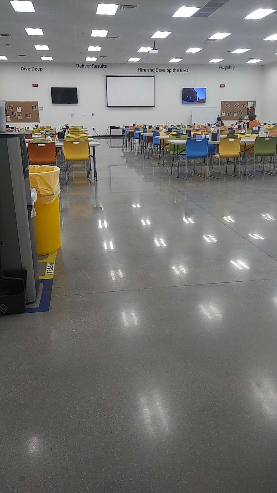 Amazon Sort Center - MDW5 - storage  | Photo 6 of 10 | Address: 16825 Churnovic Lane, Crest Hill, IL 60435, USA | Phone: (855) 728-4131