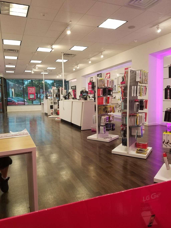 T-Mobile - electronics store  | Photo 1 of 9 | Address: 571 Ridge Rd, North Arlington, NJ 07031, USA | Phone: (201) 991-2094
