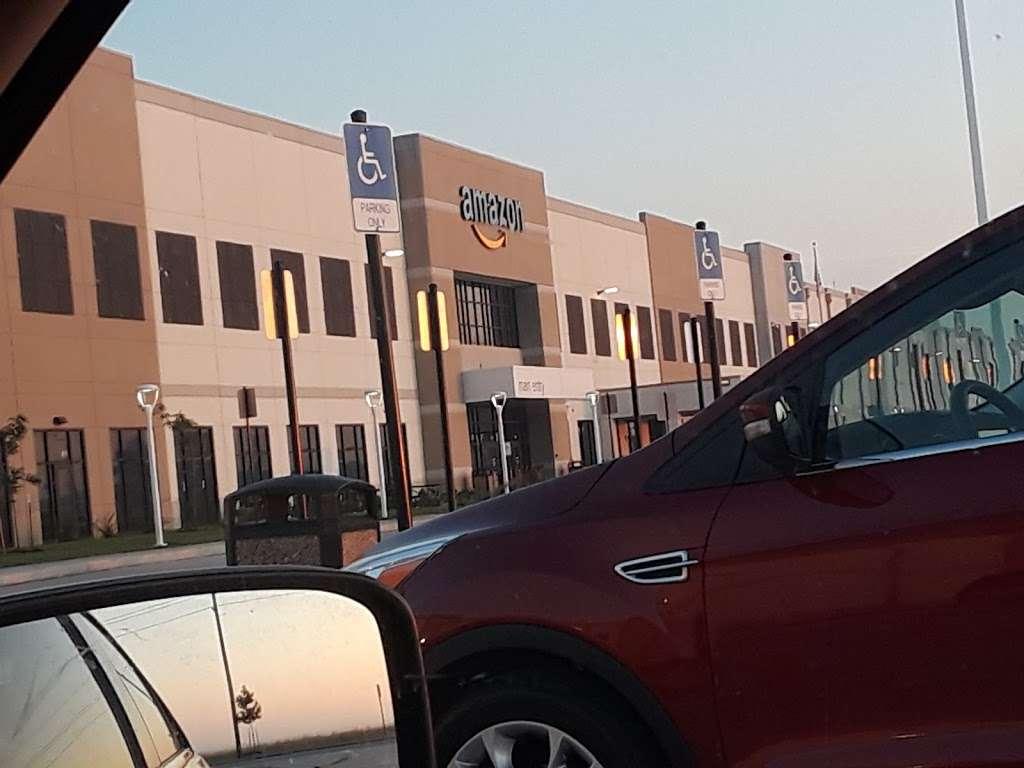 Amazon Distribution Center - storage    Photo 5 of 10   Address: 31555 US-90, Brookshire, TX 77423, USA