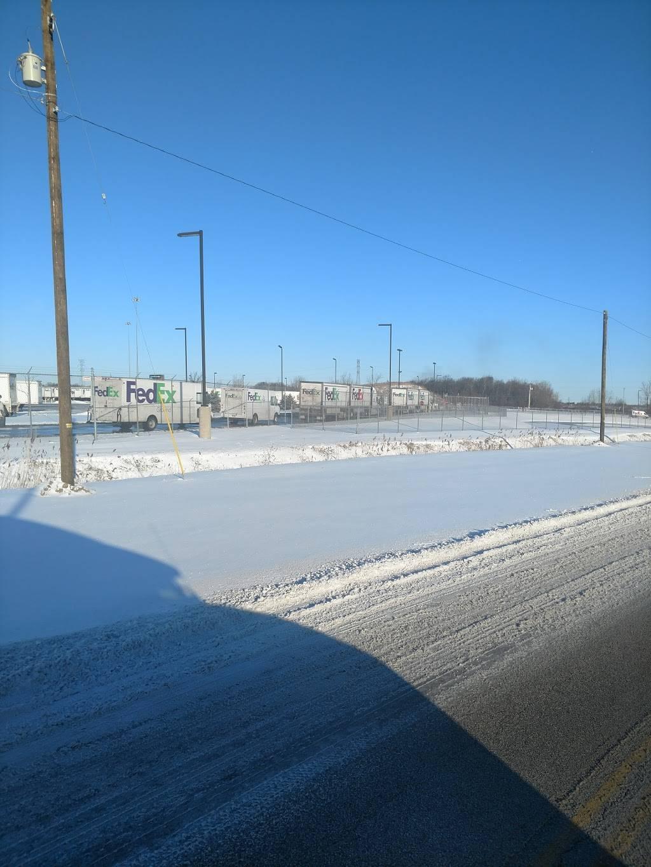 FedEx Ground - moving company  | Photo 2 of 8 | Address: 100 J St, Perrysburg, OH 43551, USA | Phone: (800) 463-3339