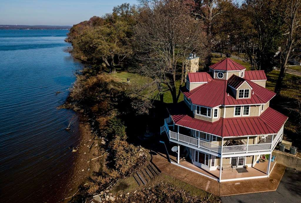 Red Point Lighthouse Vacation Rentals - real estate agency    Photo 1 of 10   Address: 115 S Main St, North East, MD 21901, USA   Phone: (443) 553-5363