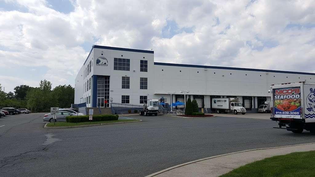 Preferred Freezer Services - storage  | Photo 4 of 10 | Address: 100 Polar Way, Jersey City, NJ 07305, USA | Phone: (201) 915-3800