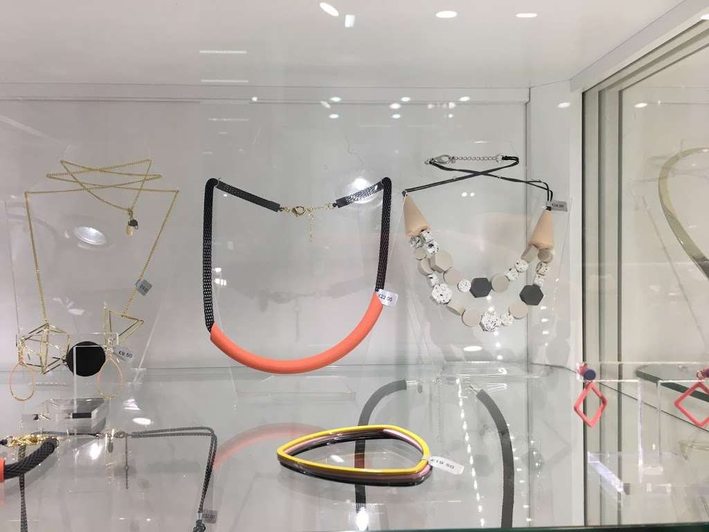 Oliver Bonas - clothing store  | Photo 9 of 10 | Address: Unit 16a, St Pancras Station, Euston Rd, Kings Cross, London N1C 4QP, UK | Phone: 020 7837 5161