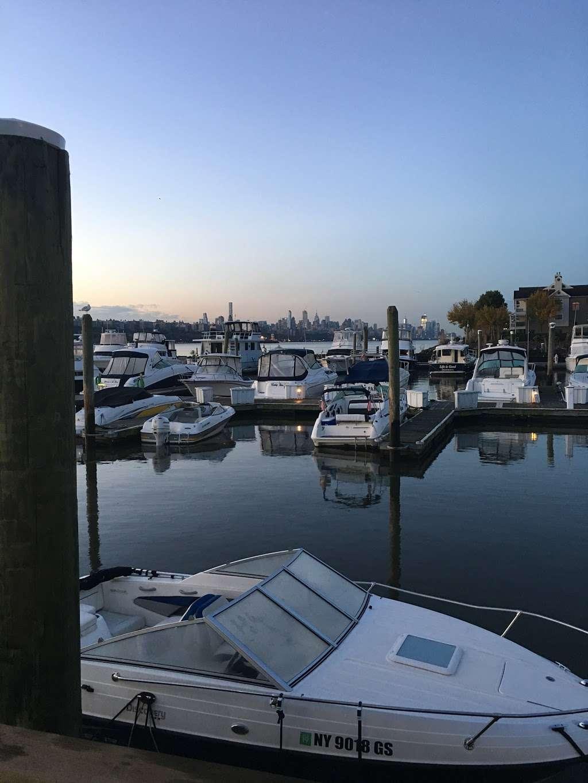 Edgewater Ferry Landing - transit station  | Photo 7 of 10 | Address: 989 River Rd, Edgewater, NJ 07020, USA | Phone: (800) 533-3779