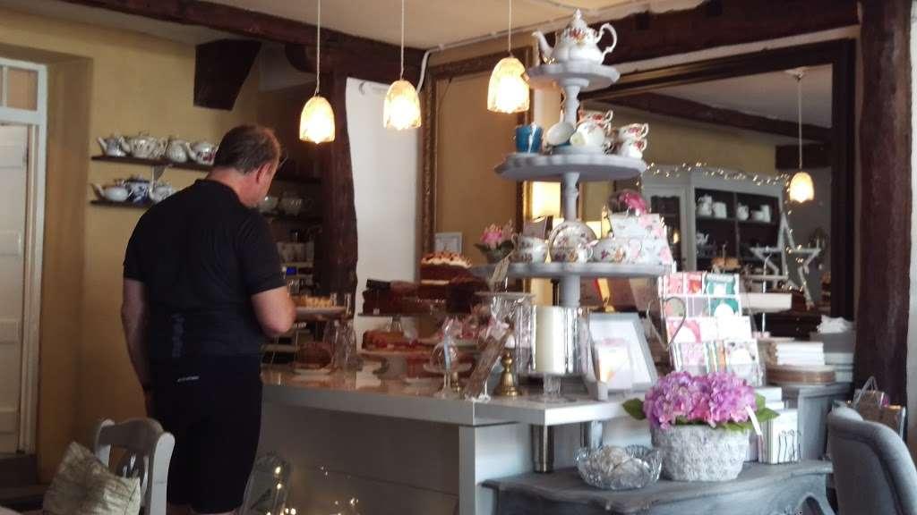 Lamingtons - cafe    Photo 1 of 10   Address: 25 High St, Bletchingley, Redhill RH1 4PB, UK   Phone: 07751 405020