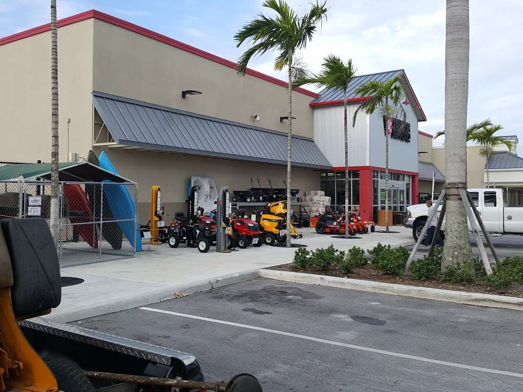 Tractor Supply Co. - hardware store  | Photo 10 of 10 | Address: 15731 Southern Blvd, Loxahatchee, FL 33470, USA | Phone: (561) 333-2223