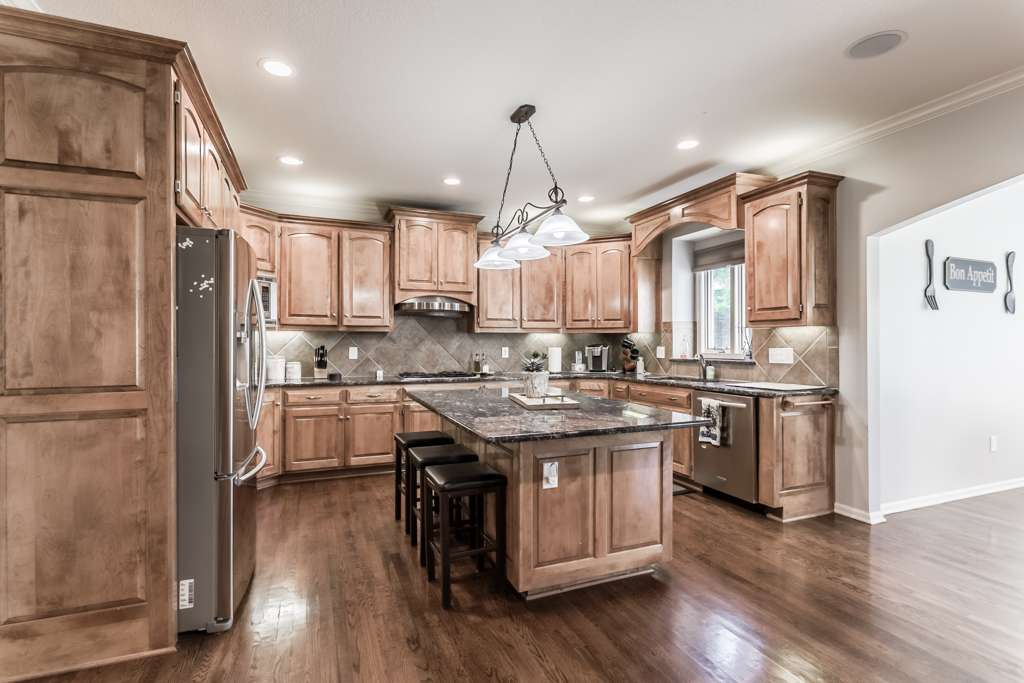 Overland Park Kansas Vacation Property - real estate agency    Photo 3 of 10   Address: 9711 W 145th Terrace, Overland Park, KS 66221, USA   Phone: (214) 713-3353