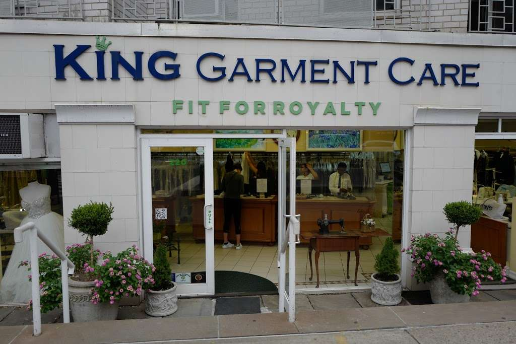 King Garment Care - laundry  | Photo 9 of 10 | Address: 220 6th Ave, New York, NY 10014, USA | Phone: (212) 989-3673