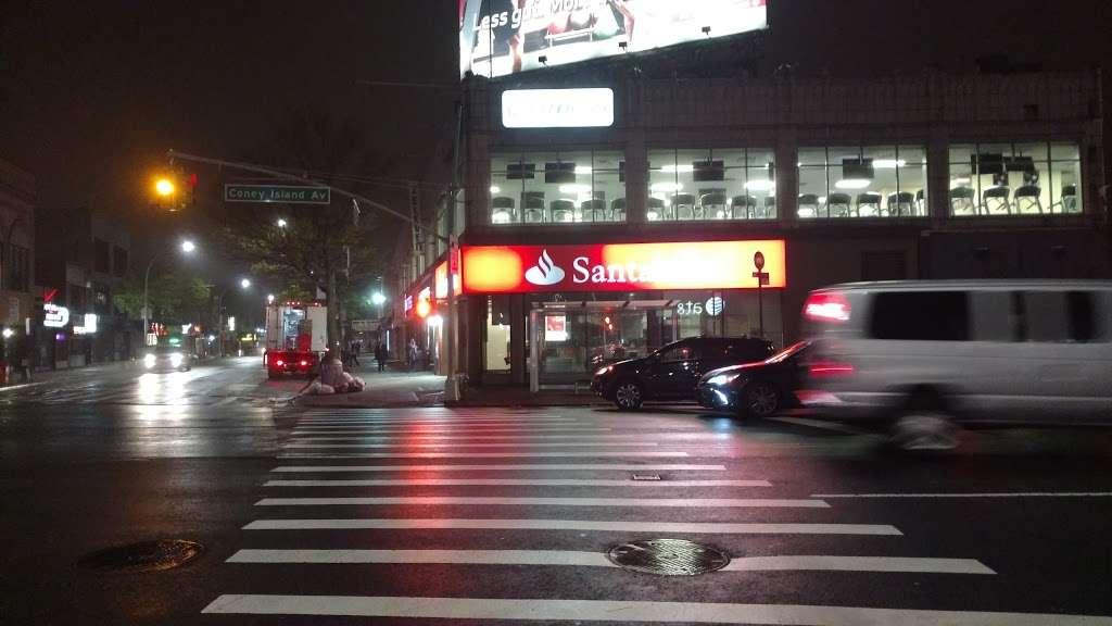 Santander Bank - bank  | Photo 7 of 10 | Address: 961 Kings Hwy, Brooklyn, NY 11223, USA | Phone: (718) 336-4713