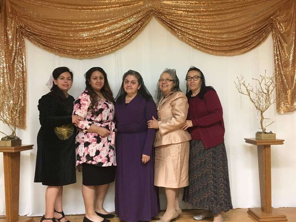 Asamblea Apostolica Amor Viviente - church  | Photo 7 of 10 | Address: 10900 S Inglewood Ave, Lennox, CA 90304, USA | Phone: (310) 671-4546