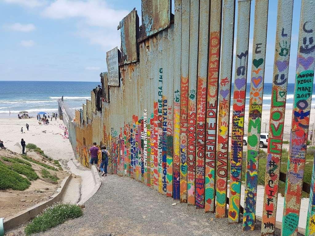 El Muro en la Playa, Tijuana - museum  | Photo 8 of 10 | Address: Faro, Monumental, Tijuana, B.C.