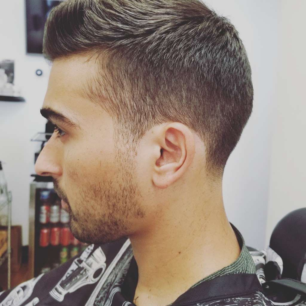 Gentlemens Barbershop - hair care  | Photo 8 of 10 | Address: 205 Johnson Ave, Brooklyn, NY 11206, USA | Phone: (917) 415-3266
