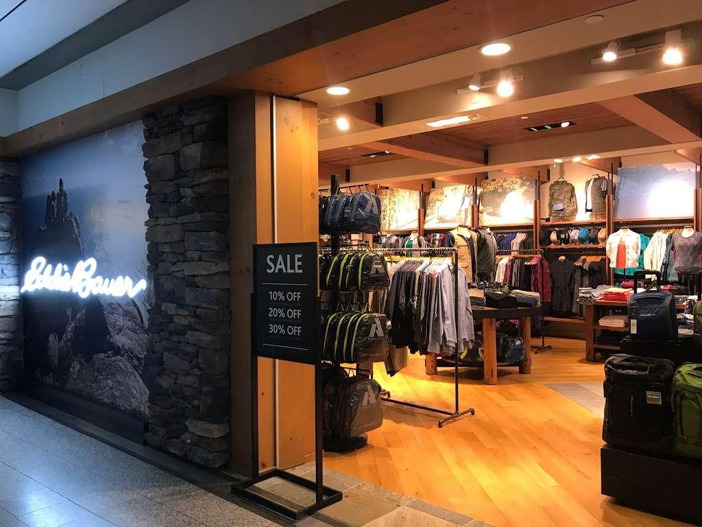 Eddie Bauer - clothing store  | Photo 1 of 5 | Address: East Elmhurst, NY 11371, USA