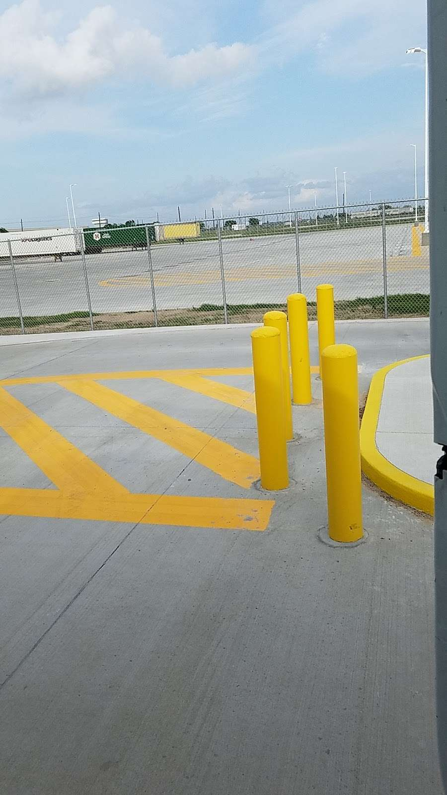 Amazon Distribution Center - storage    Photo 4 of 10   Address: 31555 US-90, Brookshire, TX 77423, USA