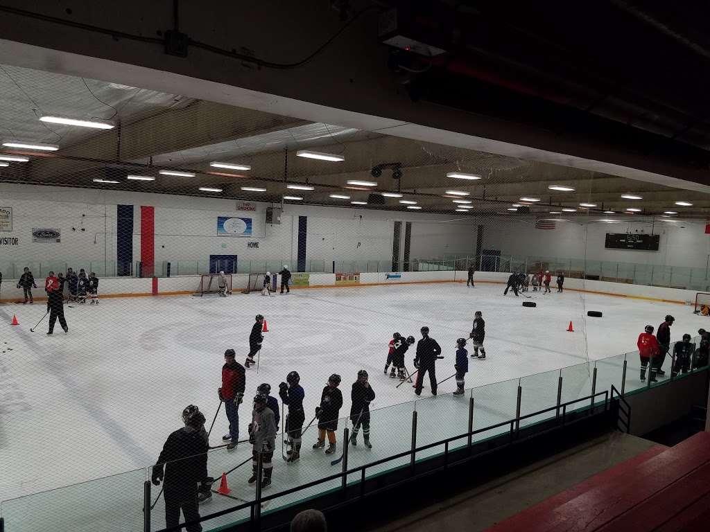 South Suburban Ice Arena - park  | Photo 7 of 10 | Address: 6580 S Vine St, Centennial, CO 80121, USA | Phone: (303) 798-7881