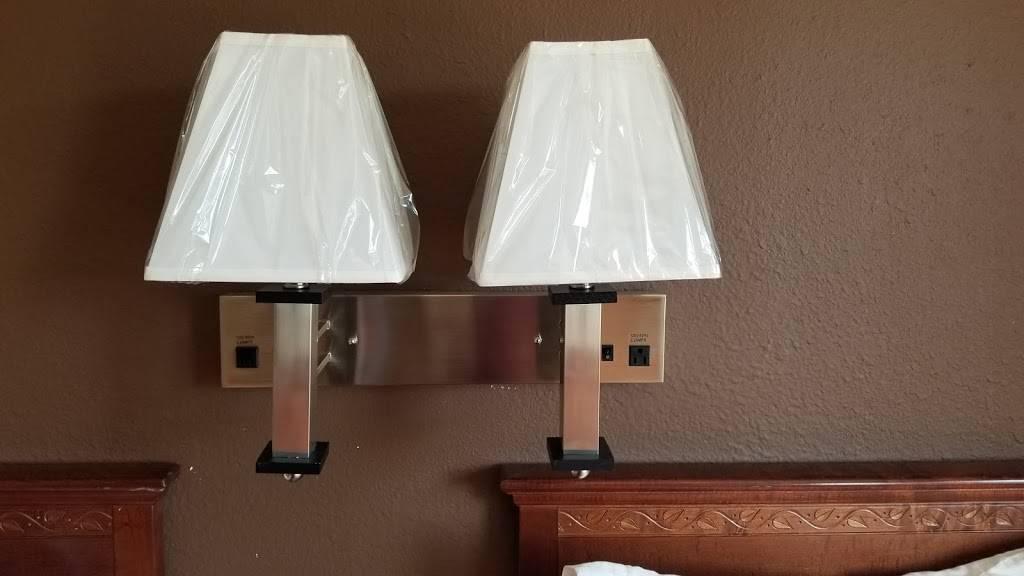 Travel Inn Omaha - lodging  | Photo 7 of 8 | Address: 10708 M St, Omaha, NE 68127, USA | Phone: (402) 597-4116