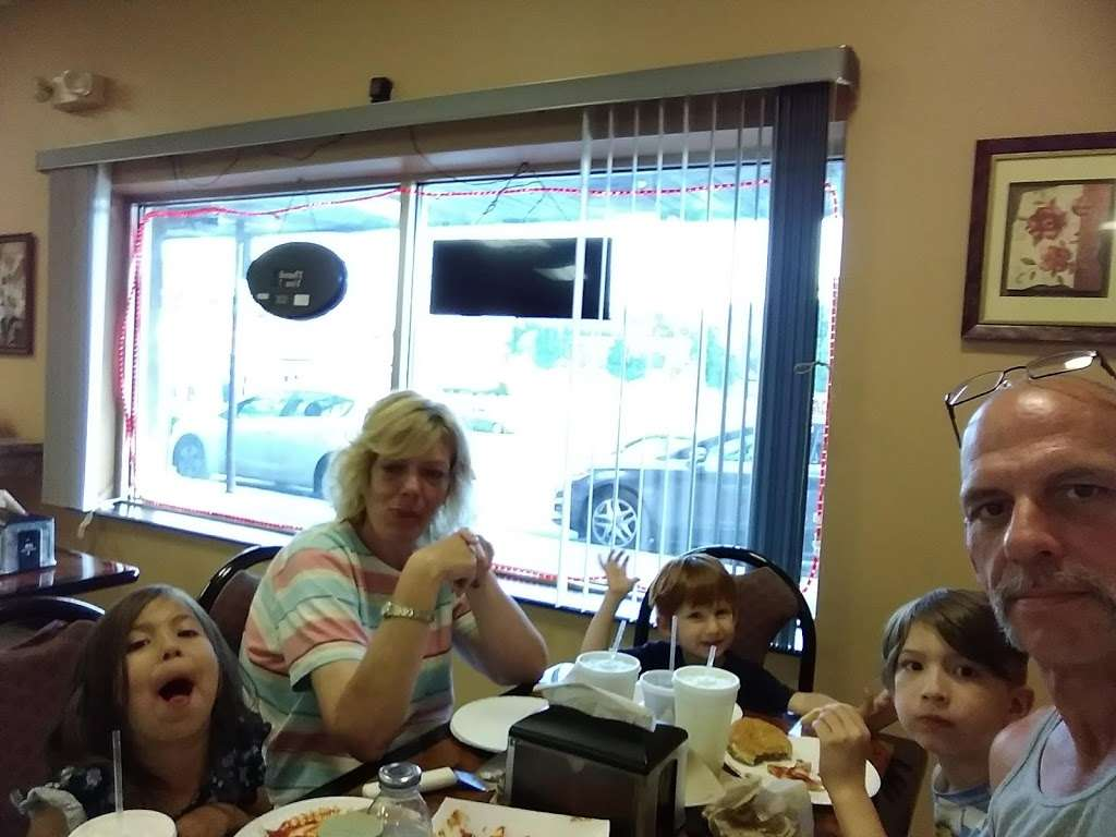 Pinos Pizzeria - restaurant  | Photo 8 of 9 | Address: 230 Line St, Easton, PA 18042, USA | Phone: (610) 253-2944