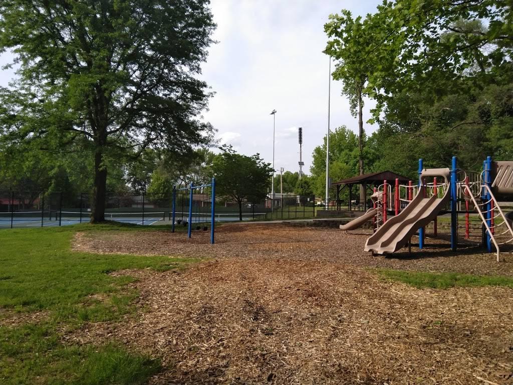 Oakhaven Park - park    Photo 2 of 3   Address: Oak Haven Ave, Webster Groves, MO 63119, USA   Phone: (314) 561-4304